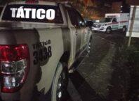 Viatura do grupamento tático no local do confronto - foto da Polícia Militar